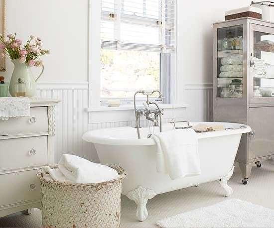 Le caratteristiche di un bagno in stile shabby chic houselet